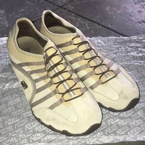 Sketchers leather sneakers 9.5 women's creme brown